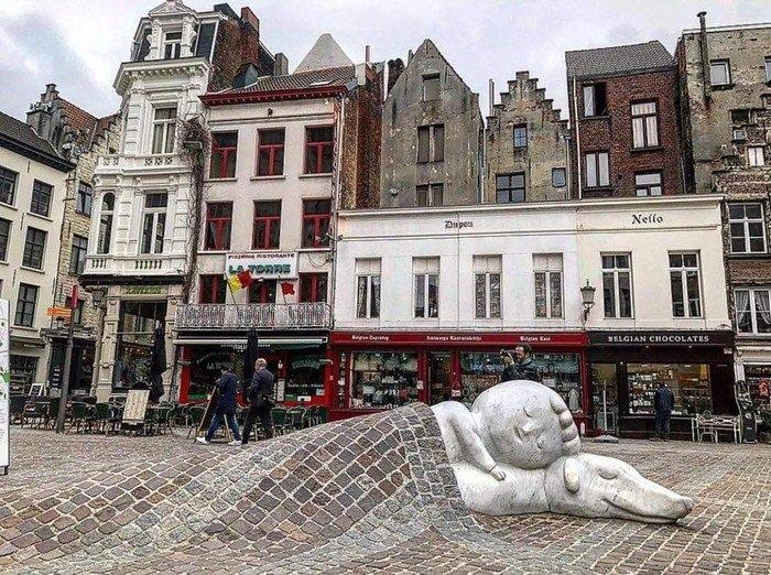 Трогательный памятник дружбе, Антверпен, Бельгия