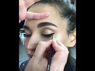 Наверное самый распространённый макияж в наши дни