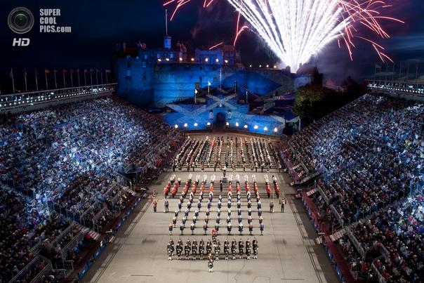 100 000 человек на одной фотографии Чтобы каждый мог себе представить, как выглядит такая огромная группа людей, можно увидеть в данной подборке фотографий, на которых одновременно запечатлены