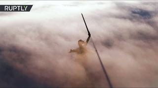 Небесная красота: в Волгограде засняли окутанную туманом «Родину-мать»